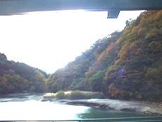 道志ダム付近の奥相模湖のタイトル画像