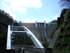 宮ヶ瀬ダムと新石小屋橋