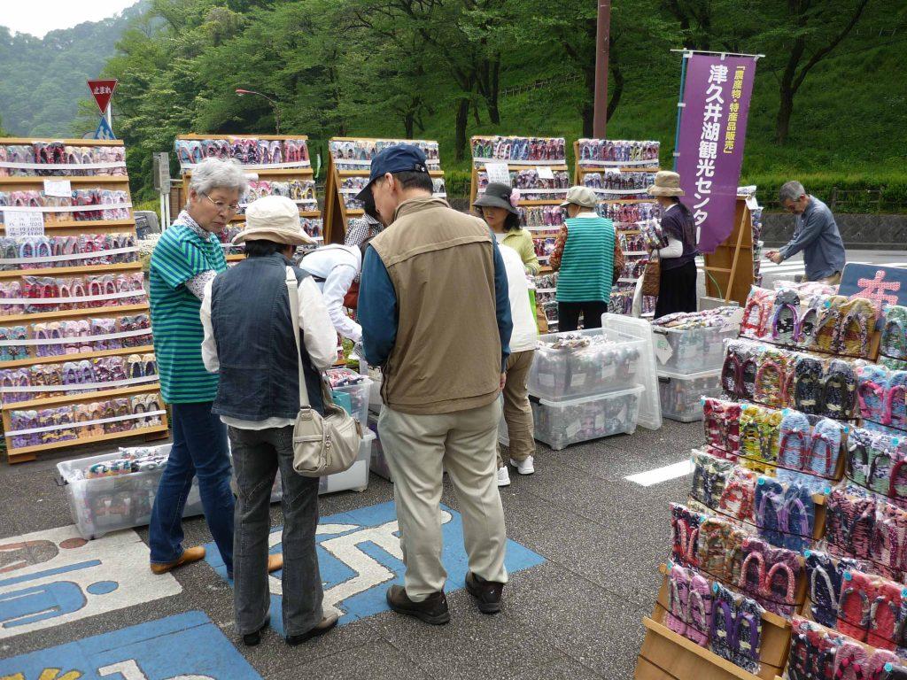 東日本大震災復興支援                                         布ぞうり1,000足&手づくり品 展示・販売