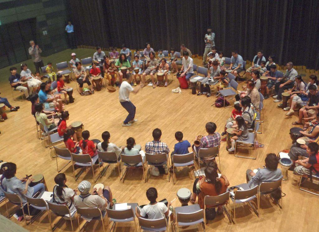 藤野芸術の家 DRUMCIRCLE(ドラムサークル)~みんなで作ろう音楽の輪!ドラムサークルでリズムコミュニケーション~