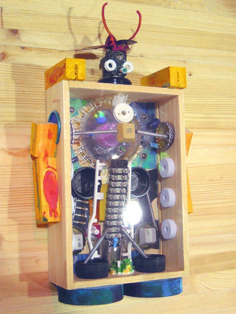 藤野芸術の家 夏休み!貯金箱を作ってみよう!! ボックス型ジャンクアート工作