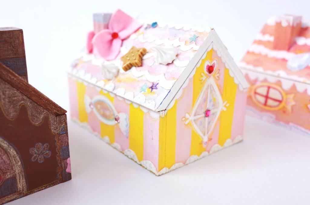 春はスイーツがテーマの新メニュー 木工クラフト・・木のお菓子のおうち箱