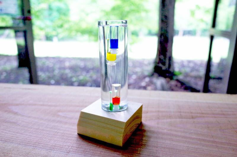夏におすすめワークショップ ガラスの中が実験室♪ガリレオ温度計作り
